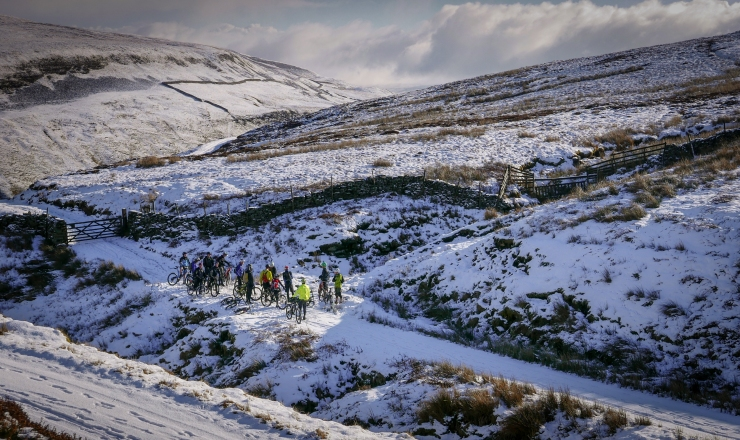 G2_Cyclists_in_the_Snow